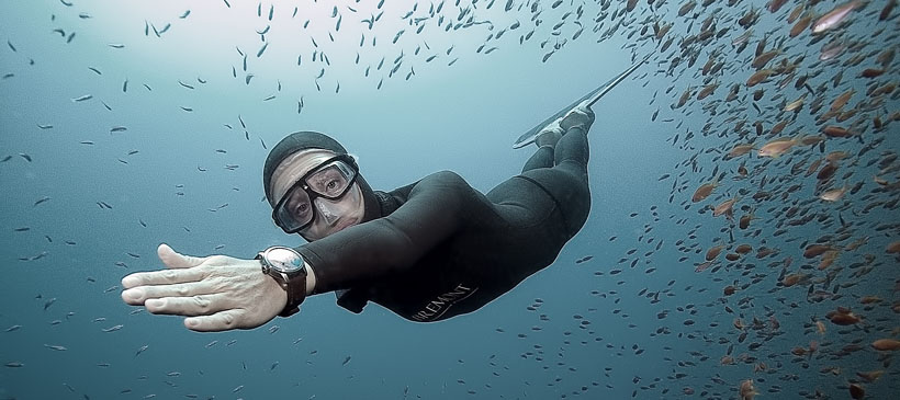 dyd-freediving-cruising-in-the-blue